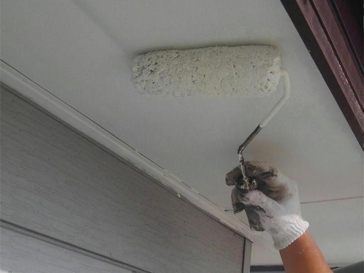 本日は軒天井の上塗りをしている作業になります。この調子で作業して頂きます!担当:保木