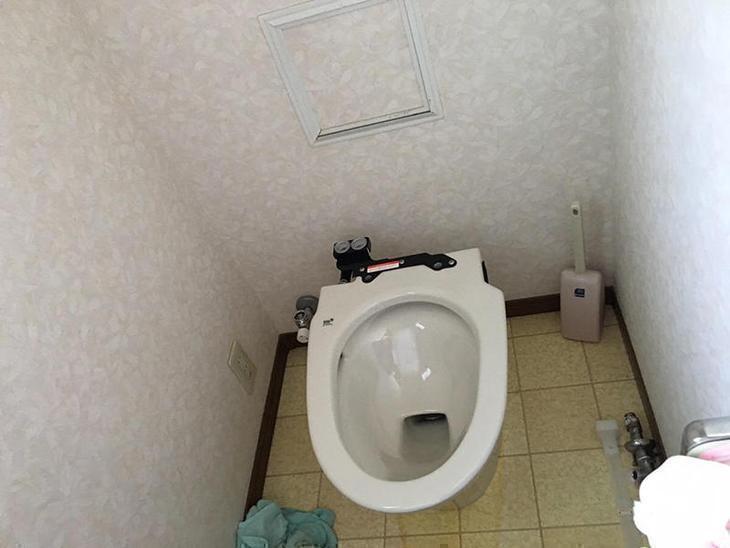 トイレの交換工事です!!タンクレスのカッコいいトイレを据え付けます!! 担当:稲田