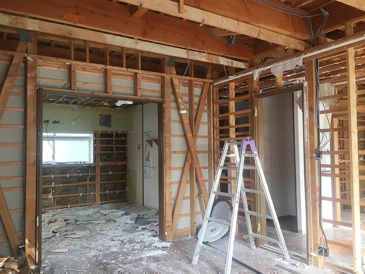 解体工事も順調に進んでおります。お家の梁や筋交いが見えてきました。担当:内田