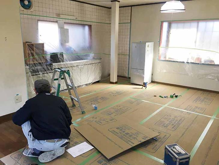 今日から大工工事がはじまります!しっかり養生をしました。担当:吉田・山本