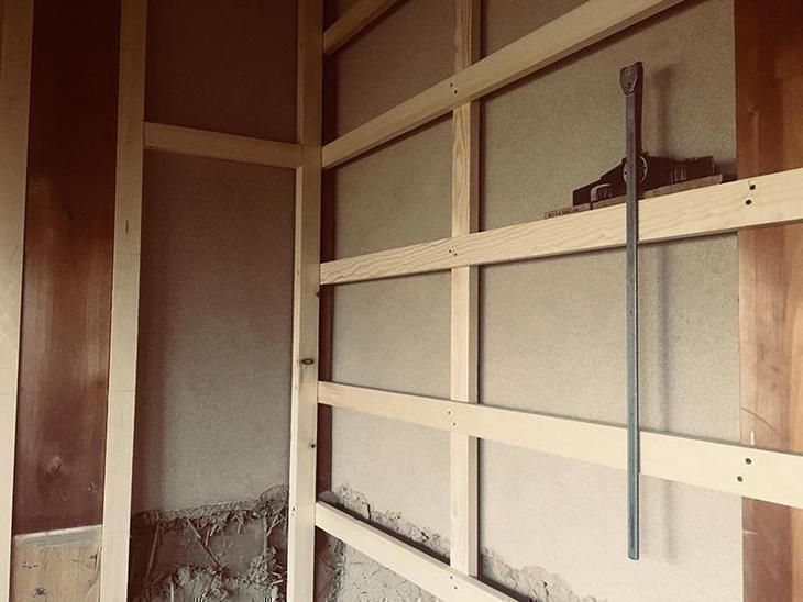 トイレの壁下地を作っています。担当:亀田