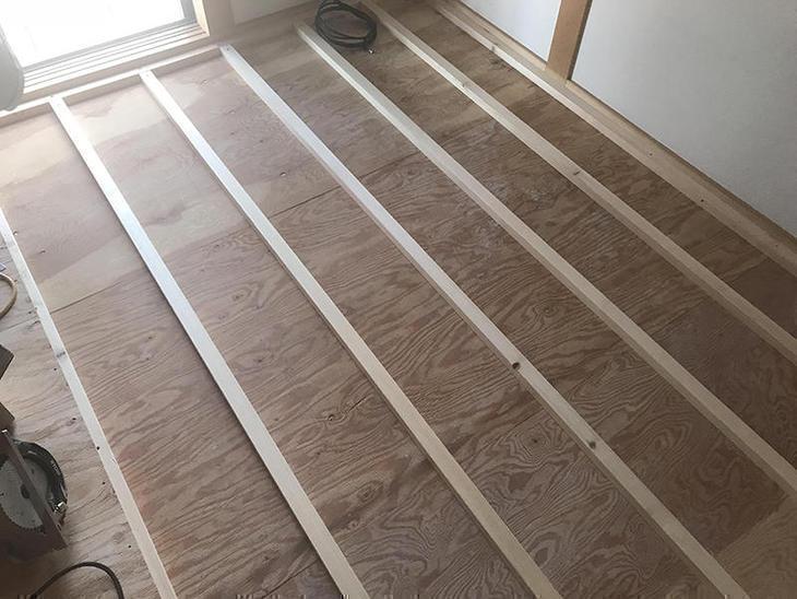 畳からフローリングへの大工工事をしています!担当:吉田・高田