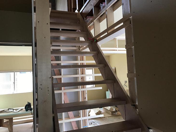 階段を作ってもらってます!だいぶ形が見えてきました!担当:吉田・高田