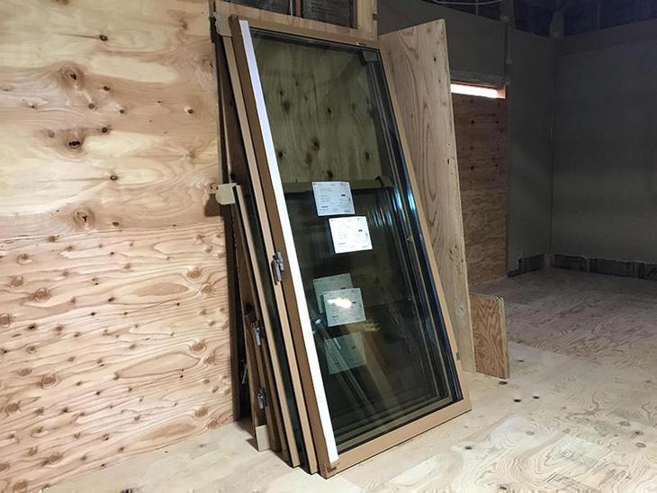 1階のすべての窓をアルミと樹脂のハイブリッド構造のリクシル「サーモス」へと新調します!担当:安達