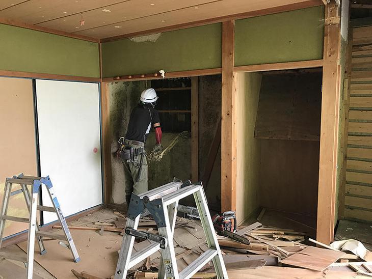 和室を洋室にするために、解体工事が始まりました。担当:中村