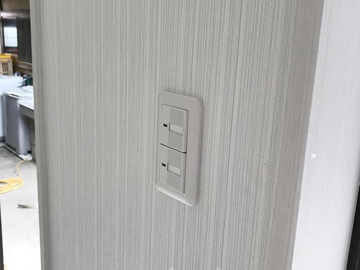 照明器具のスイッチは、コスモタイプを採用。入り切りの確認出来る、ホタルスイッチにしました。担当:奥田・濵﨑