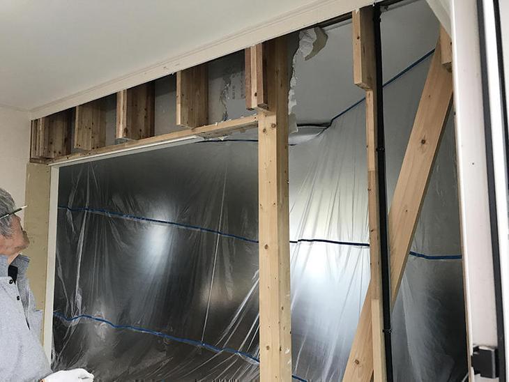 和室とリビングの間の壁を解体しています!この壁がなくなれば、一気に開放感が出ます!担当:中村