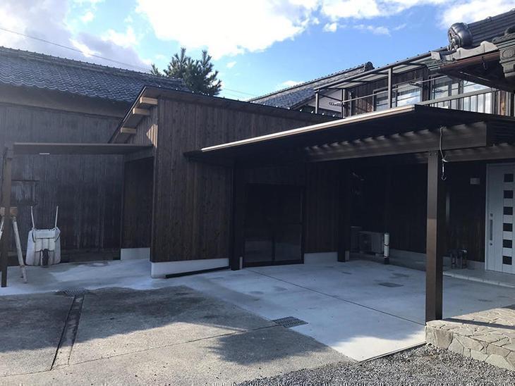 新しい倉庫が完成しました。倉庫から家までの間にはおしゃれなカーポートを建て車の乗り降りの際に、家から倉庫に行く際に濡れる事がなくなりました。担当:藤野・山中