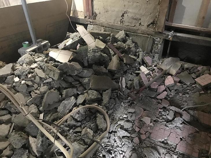 解体4日目です!コンクリートがかたく、時間がかかっていますがしっかり工事していきます。担当:高田