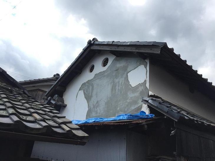 本日は蔵の壁、シックイの補修をしています。蔵がキレイに蘇るのが楽しみです。担当:内田