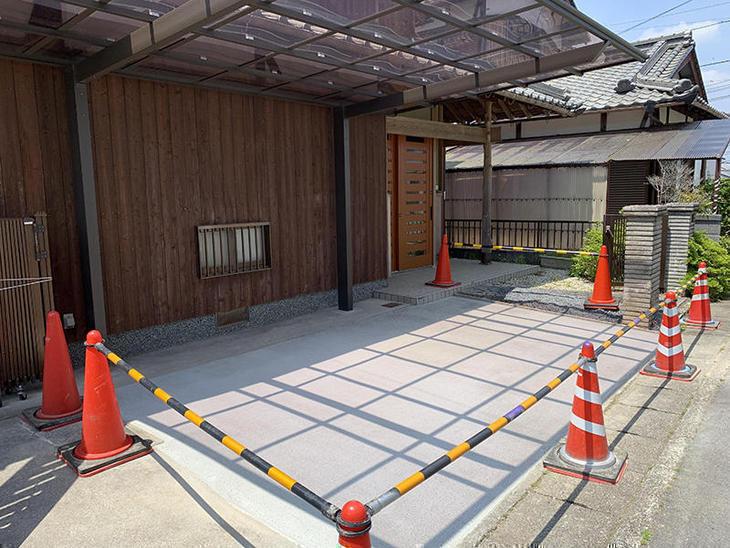コンクリートを打設しました。乾燥するまでの間コーンで規制しております。担当:亀田・中島凌太