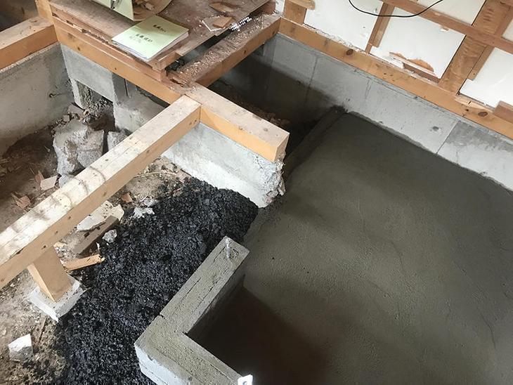 解体が終わり、ユニットバスを設置するため土間にコンクリートを打設しました!土の上にユニットバスを設置すると不安定になるので必須の工事です!担当:高田・吉田・中嶋