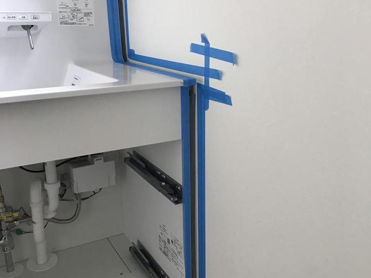 洗面台と壁との間にコーキングを施工しました!担当:安達・中嶋