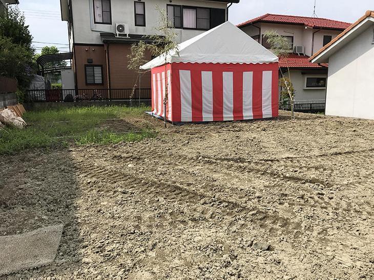 紅白テントを準備して、地鎮祭をしております。担当:森井