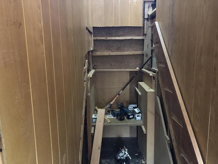 階段を新しくしてます!既存の階段を解体してるところです!担当:山中・吉田・中嶋・安達