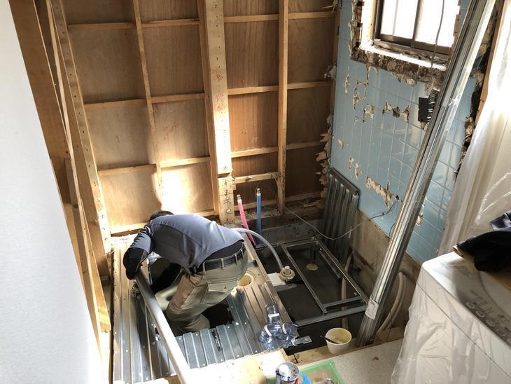 ユニットバスの組み立てが始まりました!まずは床を作っていきます!担当:中村太亮