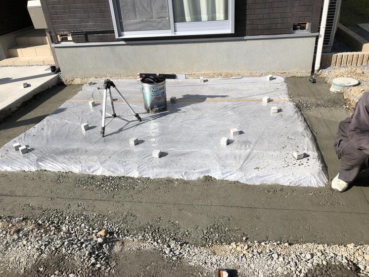 基礎工事中です。増築する部分を掘り起こした後の墨だし作業をしています。担当:高見・白井