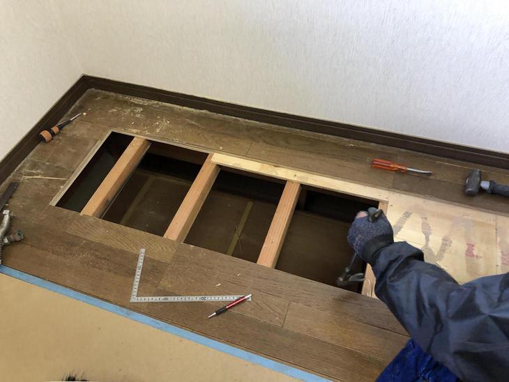 2階にキッチンを新設するため、床の開口作業中です!【彦根店】高見・古屋