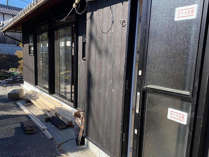 外壁に焼き板を貼りました。【野洲店】田井中