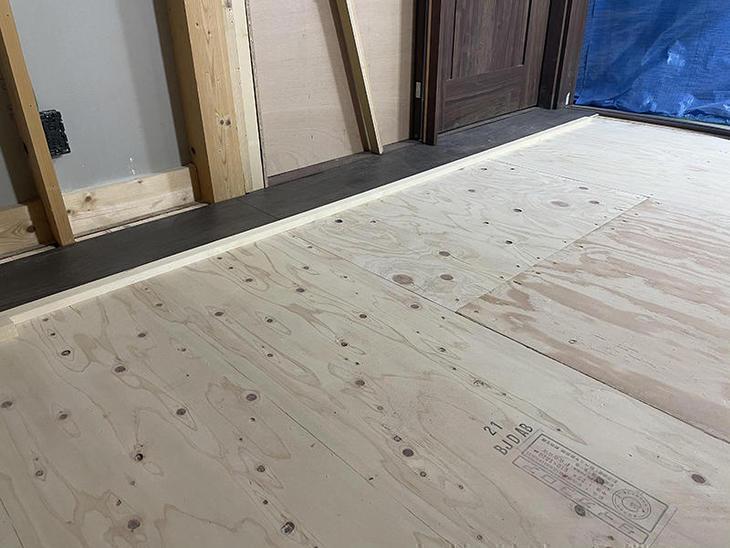 床の下地が仕上がりました。これからフロアを貼っていきます。【野洲店】北川