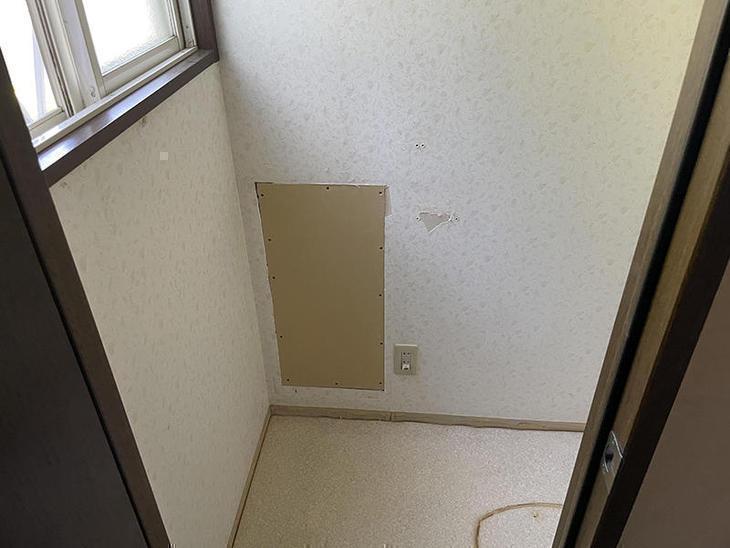 埋込み収納を取り外して、壁の補修をしました。【野洲店】北川