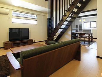 昔ながらの純和風の家にデザイン性を取り入れ新しい空間に