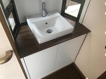 シンプルでお洒落で!素敵な洗面台の完成です!