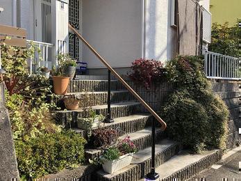 階段には手すりを、お庭には丈夫なデッキを、住まいの安心整備!
